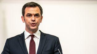 Le ministre de la Santé, Olivier Véran, lors d'une conférence de presse le 11 février 2021, à Paris. (XOSE BOUZAS / HANS LUCAS / AFP)
