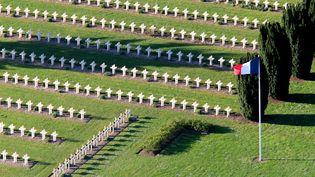 Un cimetière militaire situé à proximité du Chemin des Dames, dans l'Aisne, lieu d'une bataille historique restée comme un traumatisme national et un symbole de la guerre de 14-18. (FRANCOIS NASCIMBENI / AFP)