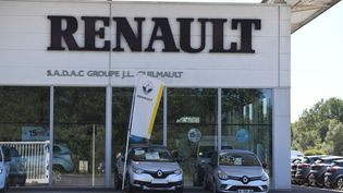 Un concessionnaire Renault à Chateaubriant (Loire-Atlantique), le 30 mai 2020. (RONAN HOUSSIN / HANS LUCAS / AFP)
