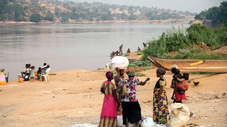 La rivière Kasaïà hauteur de la ville de Tshikapa, en RDC. C'est le plus gros affluent du fleuve Congo. (JUNIOR D. KANNAH / AFP)