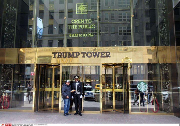 L'entrée de la Trump Tower, à New York (Etats-Unis), le 8 avril 2016. (BETH HARPAZ / AP / SIPA)
