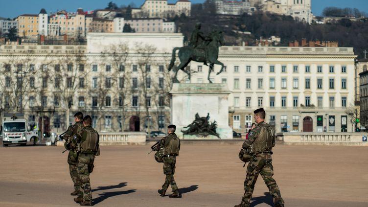Des militaires de l'opération Sentinelle à Lyon (Rhône), le 27 février 2019. (NICOLAS LIPONNE / NURPHOTO / AFP)