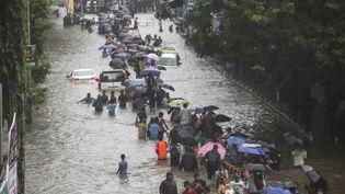 Une inondation liée à la mousson dans les rues de Bombay (Inde), le 29 août 2017. (IMTIYAZ SHAIKH / AFP)
