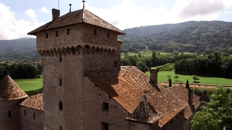 Le père de Michel et Pierre Guyon a racheté les ruines du château en 1971.  (capture d'écran France 3 / Culturebox)