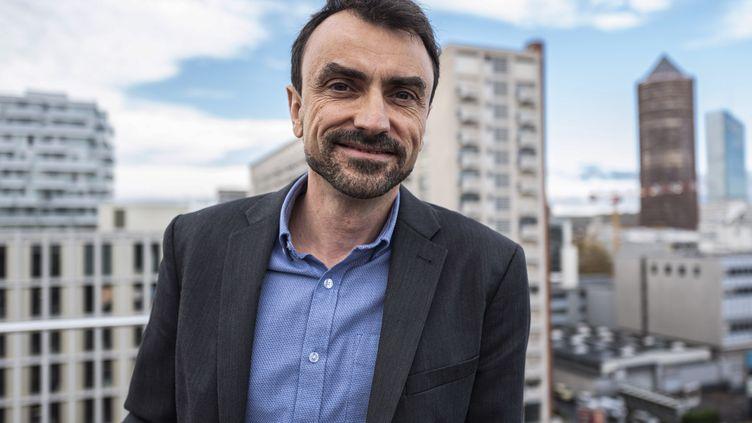 Le nouveau maire écologiste de Lyon, Grégory Doucet, lors de sa campagne pour les élections municipales, le 27 novembre 2019. (ROMAIN LAFABREGUE / AFP)