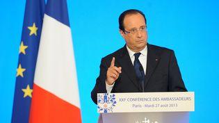 """François Hollande annonce que la France va """"punir"""" les responsables du massacre chimique du 21 août en Syrie, lors de la conférence des ambassadeurs à l'Elysée, le 27 août 2013. (WITT / SIPA)"""