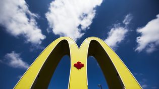 Extérieur d'un restaurant McDonalds canadien à Toronto, le 1er mai 2014 (MARC BLINCH / REUTERS)
