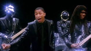 """Daft Punk, Pharrell Williams et Nile Rodgers sur l'extrait de """"Get Lucky"""" diffusé à Coachella. Vous avez remarqué les instruments transparents ?  (Columbia)"""