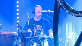 Le groupe Descofar en concert live streaming sur la scène du Théâtre de Cornouaille à Quimper  (G.Bron / France Télévisions)