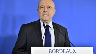 Le maire de Bordeaux Alain Juppé s'adresse à la presse le 6 mars 2017 à Bordeaux, pour annoncer qu'il ne sera pas candidat à la présidentielle. (GEORGES GOBET / AFP)