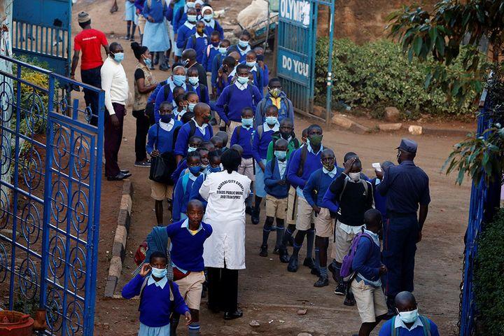 Réouverture d'une école à Nairobi, le 4 janvier 2021 (THOMAS MUKOYA / REUTERS)