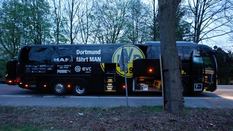 Le bus du club de foot allemand Borussia Dortmund a été visé par une attaque à la bombe, le 11 avril 2017. (INA FASSBENDER / DPA / AFP)