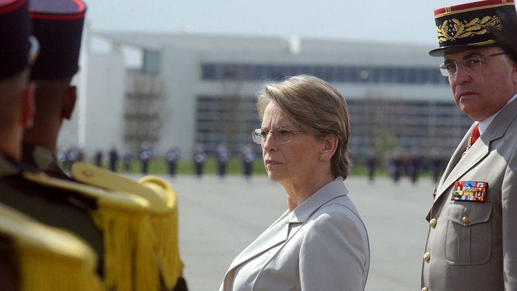 Michèle Alliot-Marie, alors ministre de la Défense,le 31 mars 2005 lors d'une cérémonie de remises de décorations au Futuroscope de Poitiers. (ALAIN JOCARD / AFP)