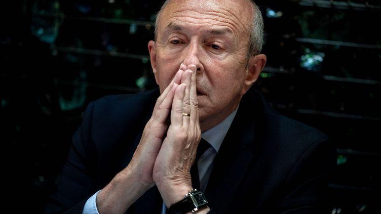 Le maire de Lyon, Gérard Collomb, lors d'une conférence de presse le 28 mai 2020 pour annoncer une alliance le parti LR avant le second tour des élections municipales à Lyon. (JEFF PACHOUD / AFP)