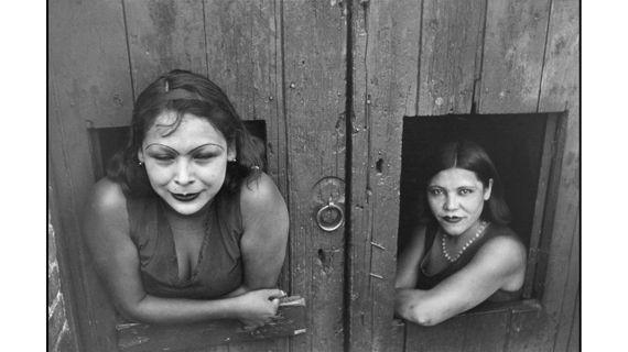 """Henri Cartier-Bresson, """"Prostituées, Calle Cuauhtemoctzin"""", Mexico, 1934. (MAGNUM PHOTOS / COURTESY FONDATION HENRI CARTIER-BRESSON)"""