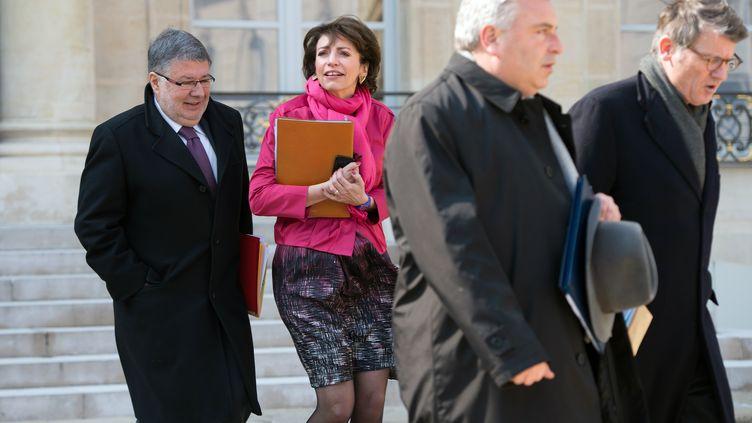 A la sortie du Conseil des ministres, dans la cour de l'Elysée (Paris), le 27 mars 2013. (BERTRAND LANGLOIS / AFP)