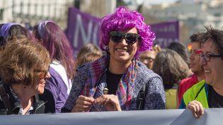 Une femme défile pour la journée internationale des droits des femmes à Madrid (Espagne) le 8 mars 2015. (OSCAR GONZALEZ / NURPHOTO / AFP)