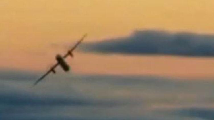 À Seattle (États-Unis), un homme de 29 ans s'est emparé d'un avion avant de s'écraser à l'atterissage, le 10 août 2018. (France 2)
