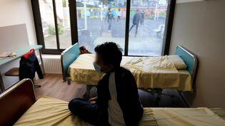 Un adolescent alité dans un hôpital parisien(illustration). (ARNAUD JOURNOIS / MAXPPP)