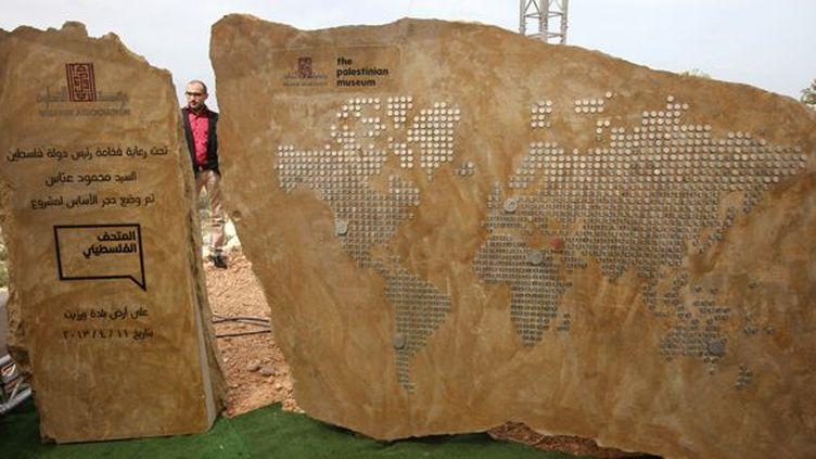 Pose de la première pierre du musée palestinien situé dans le quartier de Bir Zeit à Ramallah, le 11 avril 2013.  (Abbas Momani - AFP)