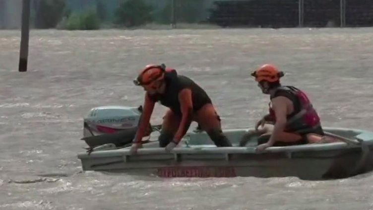Grèce : l'ouragan Ianos continue dedéferler sur la côte ouest du pays (FRANCE 2)