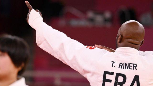 Pour son premier combat dans le tableau des repêchages, Teddy Riner fait dans l'expéditif face au Brésilien Rafael Silva. Un ippon sur abandon afin de s'offrir un match pour la médaille de bronze.