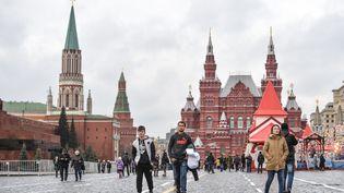 Record de température à Moscou, le 21 décembre 2015, avec 8°C sur la place rouge. (VLADIMIR ASTAPKOVICH / RIA NOVOSTI / AFP)