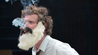 """Karl Marx ou Groucho Marx ? Image extraite de la pièce """"Le Capital et son singe"""" deSylvain Creuzevault  (http://www.colline.fr/)"""