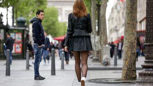 Un rapport sur l'outrage sexiste dans l'espace public,rendu au gouvernementle 28 février 2018, préconise notamment la création d'une amende de 90 euros. (MAXPPP)