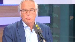 François Rebsamen sur franceinfo, mercredi 10 mai 2017. (FRANCEINFO)