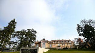 Le château de Clairefontaine et la fameuse verrière, le 1er avril 2016. (FRANCK FIFE / AFP)
