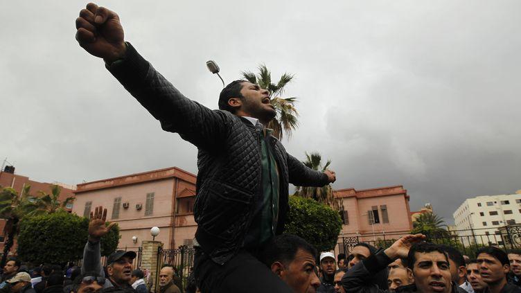 Un Egyptien manifeste contre le président Mohamed Morsi au Caire(Egypte) vendredi 1er février 2013 (MOHAMMED ABED / AFP)
