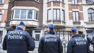 Des policiers belges àSchaarbeek, près de Bruxelles (LAURIE DIEFFEMBACQ / BELGA / AFP)