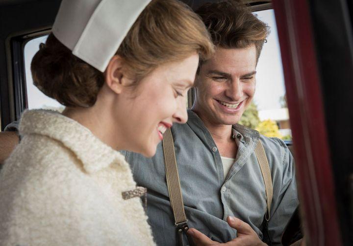 "Teresa Palmer et Andrew Garfield dans ""Tu ne tueras point"" de Mel Gibson  (Cross Creek Pictures Pty Ltd / Mark Rogers)"