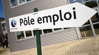 Un panneau indicateur de l'agence Pôle emploi à Montpellier (Hérault), le 27 avril 2016. (PASCAL GUYOT / AFP)