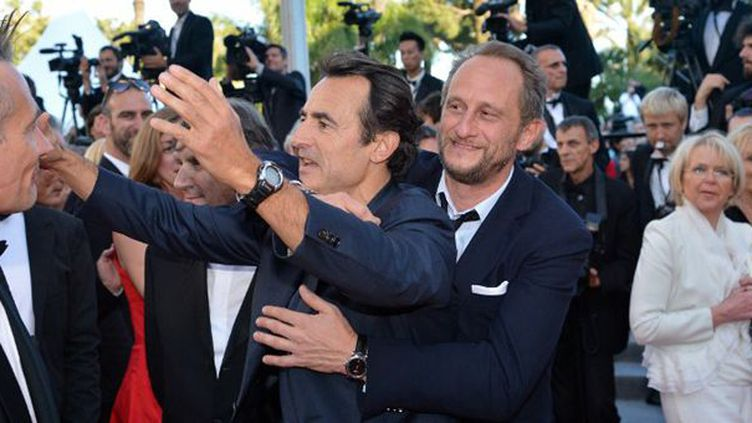 Albert Dupontel et Benoît Poelvoorde aux pieds des marches  (AFP PHOTO / ALBERTO PIZZOLI)