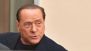 Silvio Berlusconi arrive au centre spécialisé de Cesano Boscone (Italie), le 9 mai 2014. (GIUSEPPE CACACE / AFP)