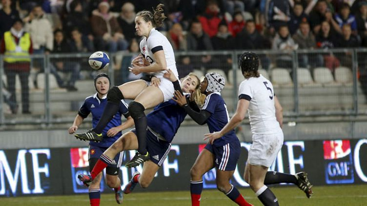 (Les Françaises à la conquête du titre mondial, ici contre l'Angleterre en février dernier © Maxppp)