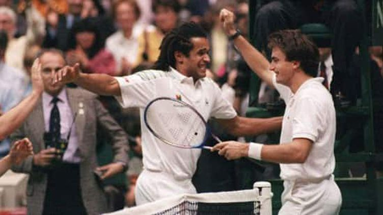 La joie de Yannick Noah et Henri Leconte lors de la finale de la Coupe Davis en 1991