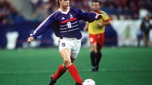 Le footballeur Tony Vairelles sous le maillot de l'équipe de France, le 14 octobre 1998. (Henri Szwarc / Getty Images)