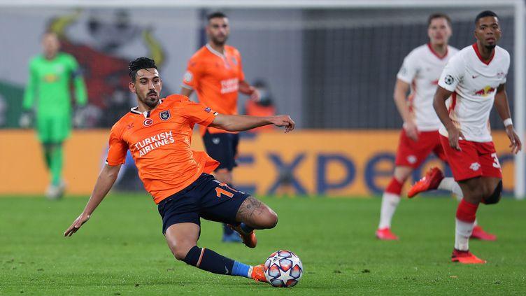 Le milieu de terrain du Basaksehir Irfan Can Kahveci lors du match contreLeipzig en première journée de phase de poule de Ligue des Champions, le 20 octobre 2020. (RONNY HARTMANN / AFP)
