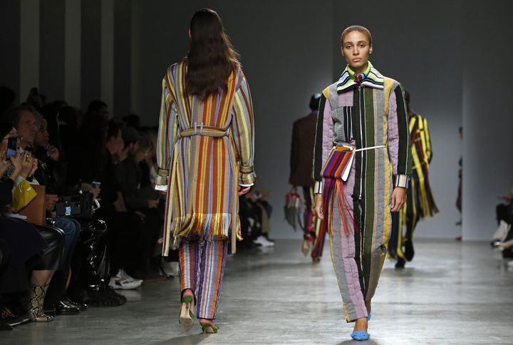 Défilé Kenneth Ize pap féminin automne-hiver 2020-21 à la Paris Fashion Week, le 24 févier 2020 (THIERRY CHESNOT / GETTY IMAGES EUROPE)