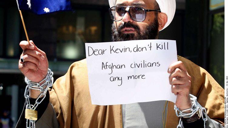 Cheikh Haron, connu sous le nom de Man Haron Monis, enchaîné devant le tribunal de Sydney, manifestant contre l'armée en2009 (CAMERON RICHRDSON / NEWS  REX / SIPA )