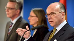 Le ministre de l'Intérieur français, Bernard Cazeneuve, s'exprime lors d'une conférence de presse à l'issue du conseil des ministres européen, le 14 septembre 2015, à Bruxelles (Belgique). (ERIC VIDAL / REUTERS)