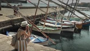 Elles ont bien failli disparaitre, abandonnées par les pêcheurs pour des bateaux plus gros et à moteurs. Mais les barques catalanes sont désormais protégées et également restaurées. (France 2)