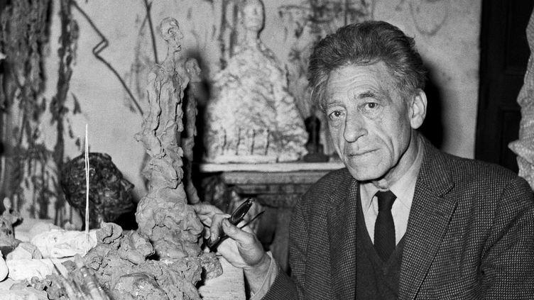 Alberto Giacometti dans son atelier de la rue Hippolyte Maindron dans le 14e arrondissement de Paris, le 3 décembre 1965