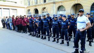 Des policiers municipaux en formation à Paris, en juillet 2019. (LAËTITIA HEUVELINE / FRANCE-BLEU PARIS)