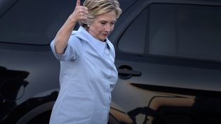 La candidate démocrate Hillary Clinton à l'aéroport de Moline (Illinois, Etats-Unis), le 5 septembre 2016. (BRENDAN SMIALOWSKI / AFP)