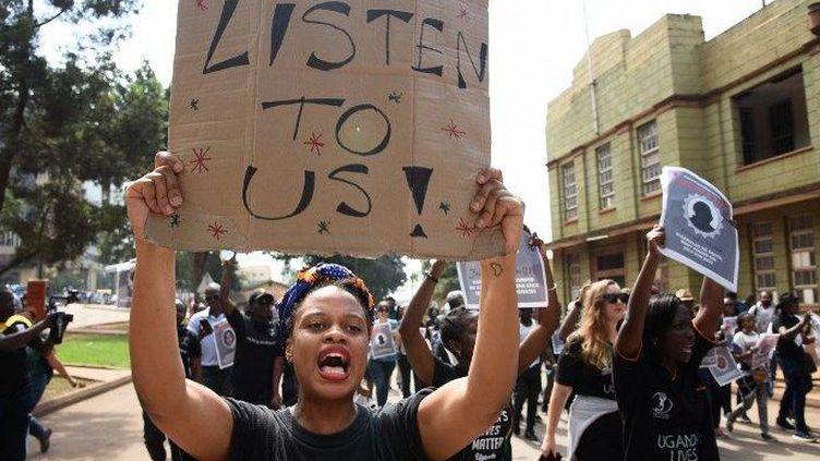 Des femmes défilent à Kampala pour dénoncer les violences, le 30 juin 2018.   (Isaac Kasamani / AFP)