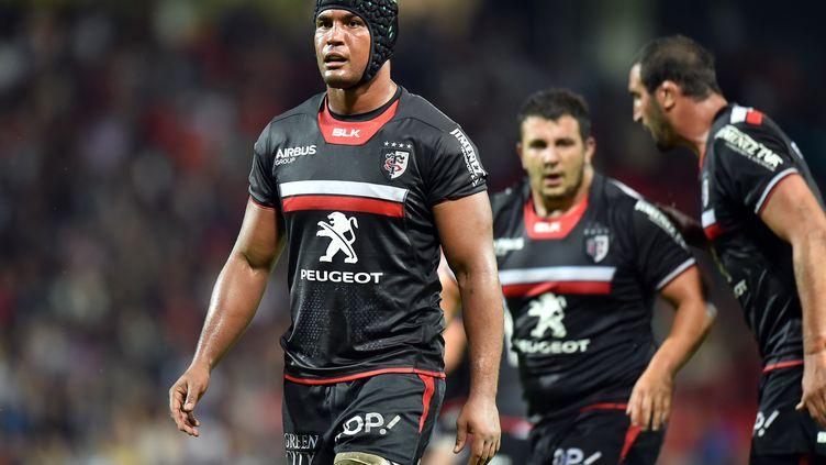 Thierry Dusautoir et les siens auront la pression dimanche. (REMY GABALDA / AFP)